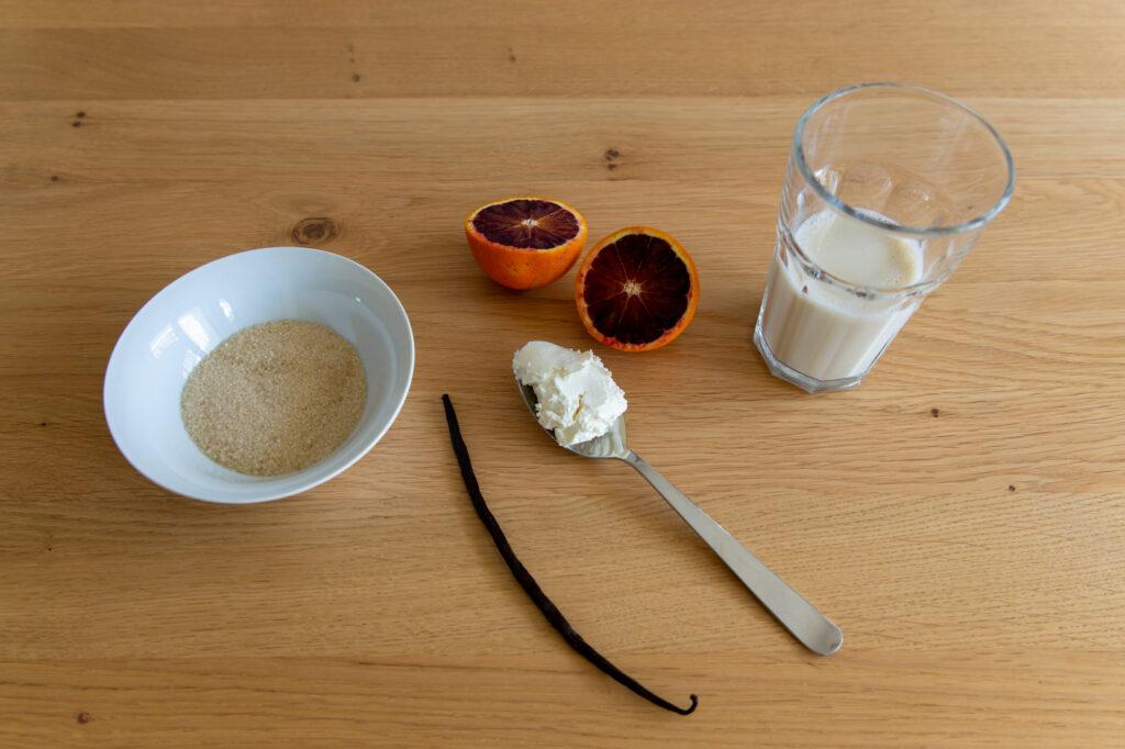 Rohrohrzucker, Blutorangen, Vanille, Soja-Creme und Sojatrunk sind die Hauptzutaten