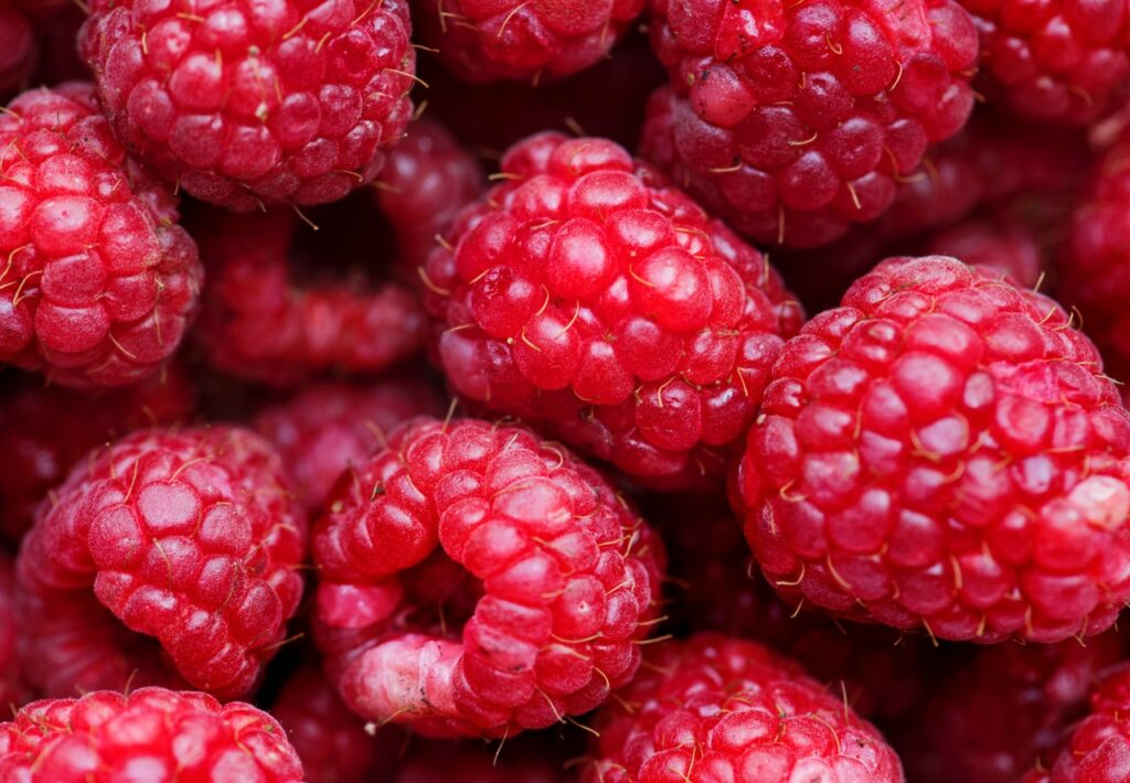 Fresh raspberries can be recognized by their intense red colour.