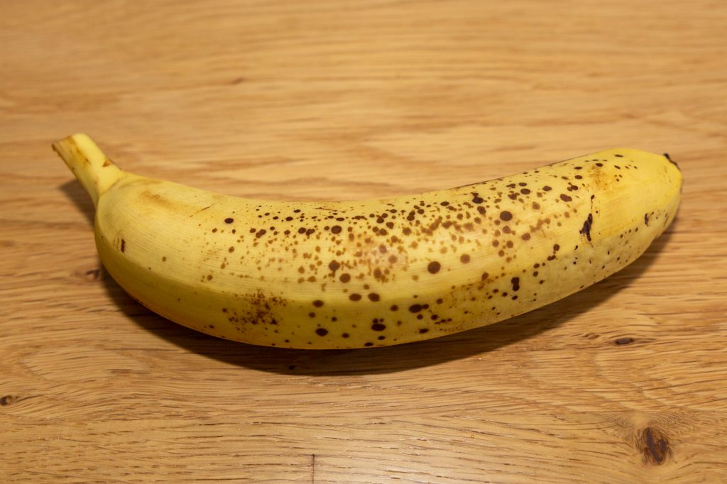 This is what a ripe banana looks like: golden-yellow colouring of the skin with brown spots